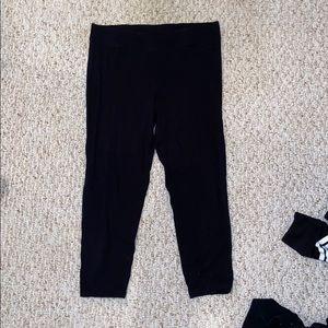 2 Pairs of Cropped Black Leggings